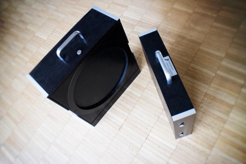 """Die beiden Transportboxen des Hofheim Instruments 12"""" Reisedobsons. Das Zubehör ist in der linken und der Spiegel in der rechten Box verpackt."""