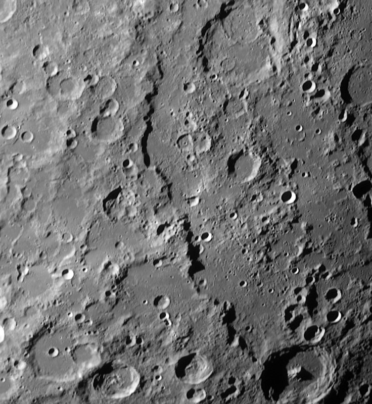 Rupes Altai aufgenommen bei Colongitude 141° mit einem Orion OMC 200 Maksutov Cassegrain Teleskop und eine Imaging Source DMK 41AF02.AS Kamera.