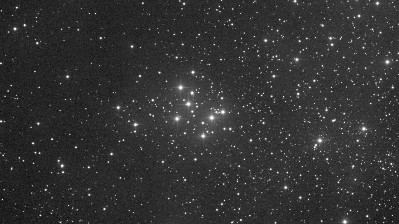 M29 aufgenommen mit einem PlaneWave CDK 20 Teleskop und einer Finger Lake Instrumentation FLI-PL11002 CCD Kamera. Norden ist oben, Osten links.