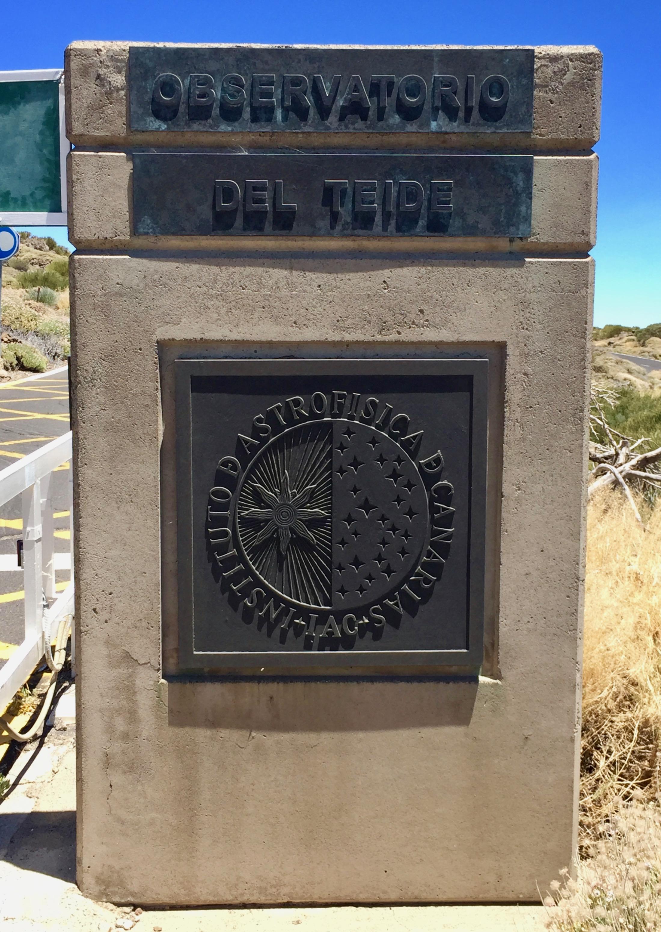 Begrüßung am Eingang des Teide Observatoriums.