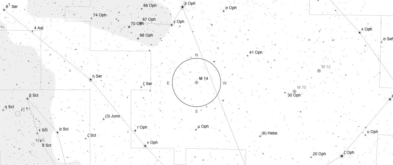 Aufsuchkarte für M14. Die Karte deckt einen Berich von etwa 40° x 17° ab. Der eingezeichnete Kreis im Zentrum hat einen Durchmesser von 5°. Es sind Sterne bis zu einer Grenzgröße von +9,0 mag eingezeichnet.