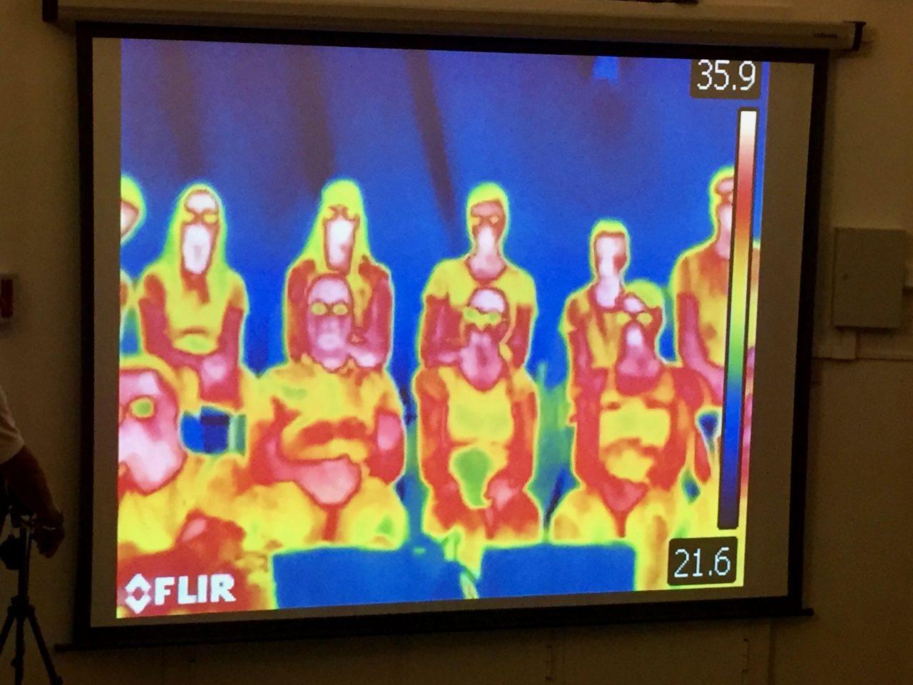 Im Laufe des Workshops wurden interessante Experimente mit einer Infrarot-Kamera gezeigt.