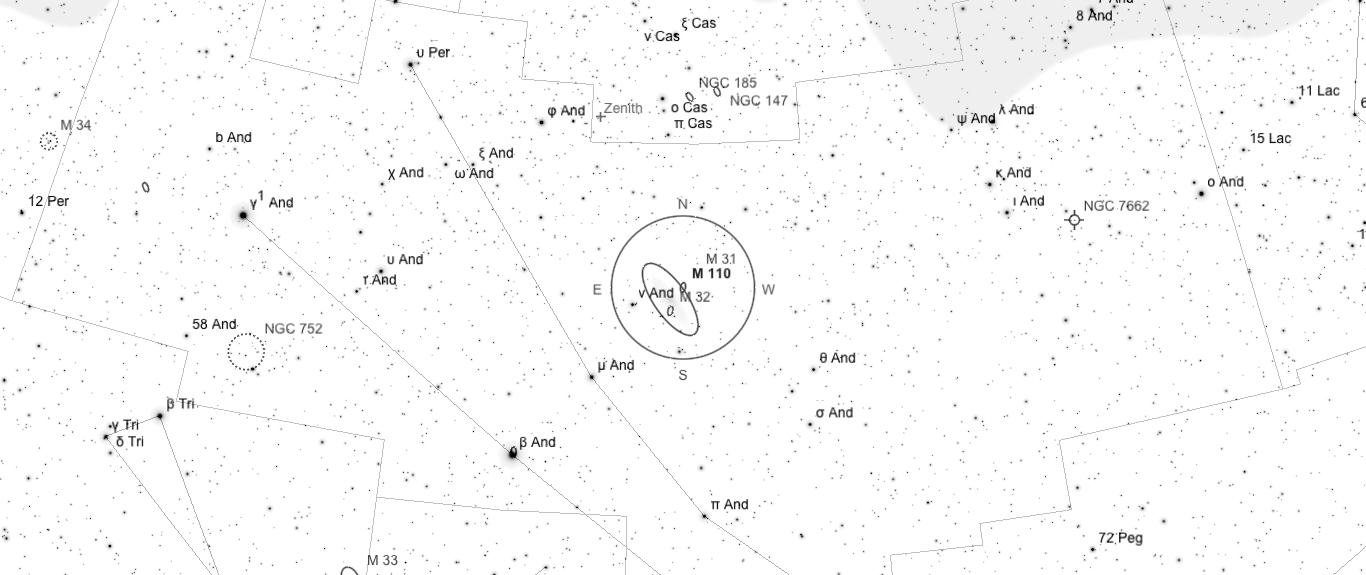 Aufsuchkarte für M110. Die Karte deckt einen Berich von 46° x 20° ab. Der eingezeichnete Kreis im Zentrum hat einen Durchmesser von 5°. Es sind Sterne bis zu einer Grenzgröße von +9,0 mag eingezeichnet.