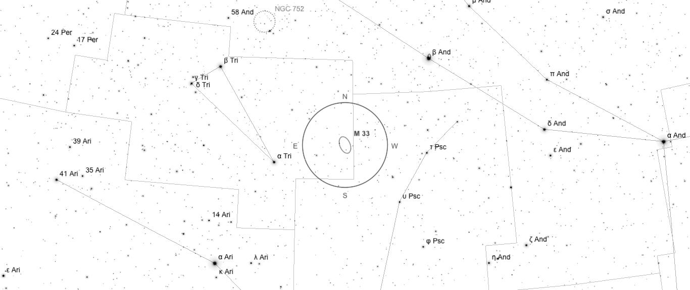 Aufsuchkarte für M33. Die Karte deckt einen Bereich von etwa 40° x 17° ab. Der eingezeichnete Kreis im Zentrum hat einen Durchmesser von 5°. Es sind Sterne bis zu einer Grenzgröße von +9,0 mag eingezeichnet.