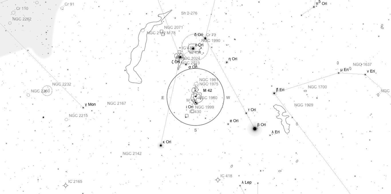 Aufsuchkarte für M42. Die Karte deckt einen Bereich von etwa 34° x 17° ab. Der eingezeichnete Kreis im Zentrum hat einen Durchmesser von 5°. Es sind Sterne bis zu einer Grenzgröße von +9,0 mag eingezeichnet.