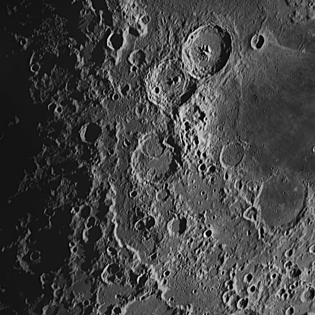 Catharina (im Zentrum) aufgenommen mit einem Orion OMC 200 Maksutov Cassegrain Teleskop und einer ZWO ASI 174 MM Kamera (Mondalter 6,2 d).