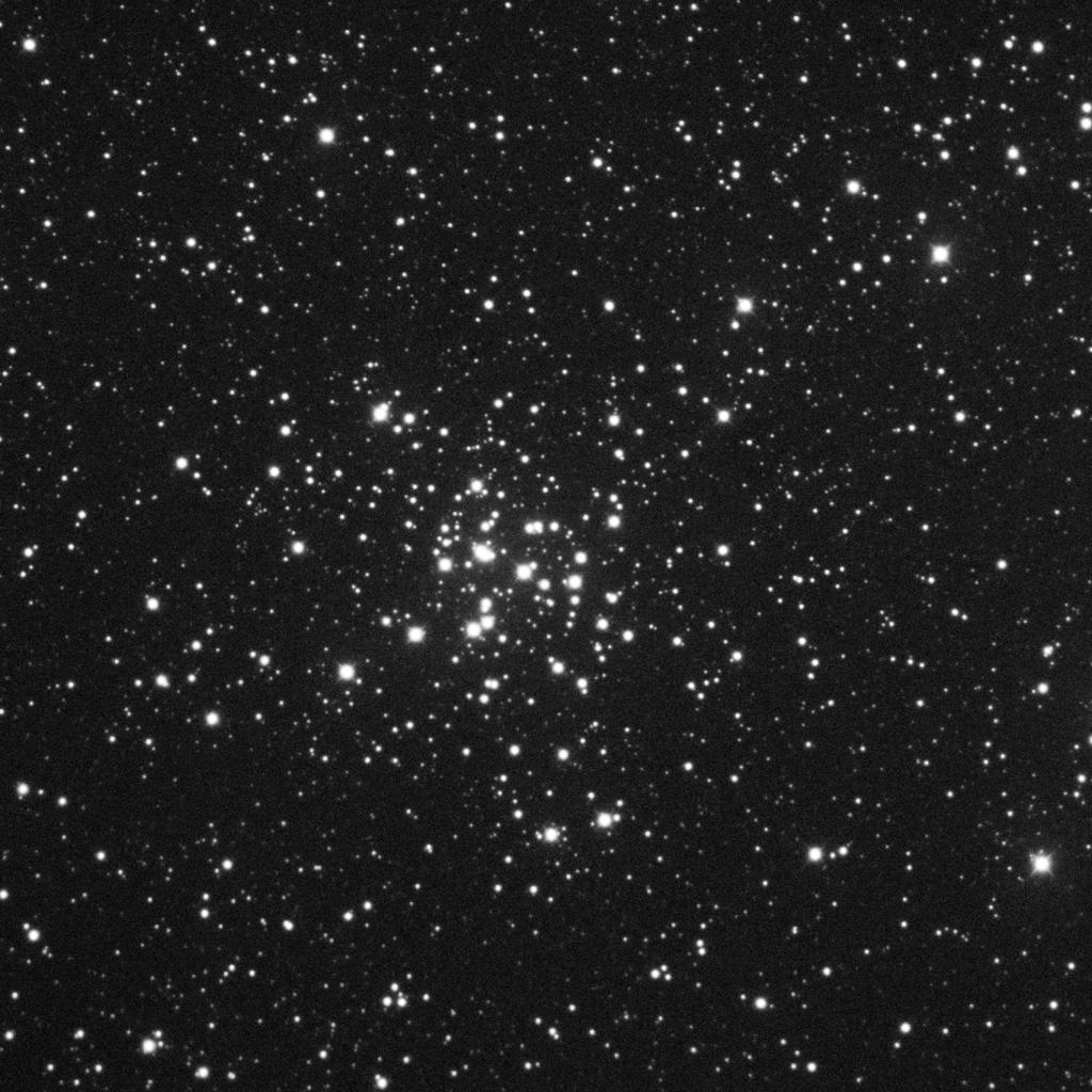M36 aufgenommen mit einem Takahashi Epsilon 250 und einer SBIGST-8 CCD Kamera. Norden ist unten, Osten links.