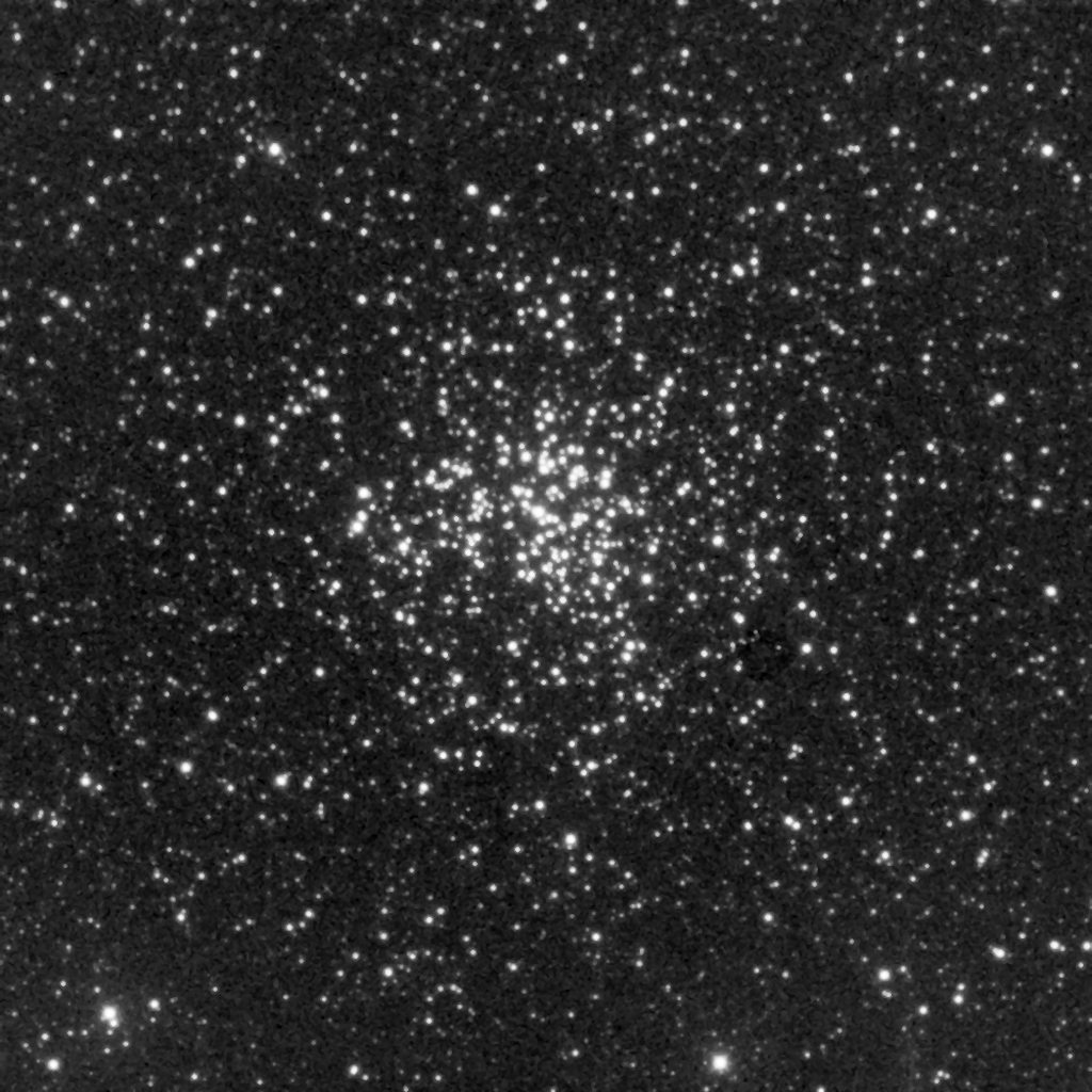 M37 aufgenommen mit einem Takahashi Epsilon 250 und einer SBIGST-8 CCD Kamera. Norden ist unten, Osten links.