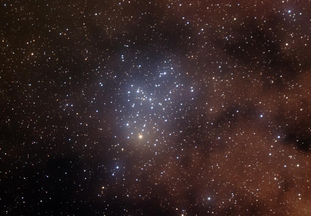 M6 aufgenommen mit einem Takahashi SKY-90 Refraktor und einer SBIG ST-2000XMC CCD.