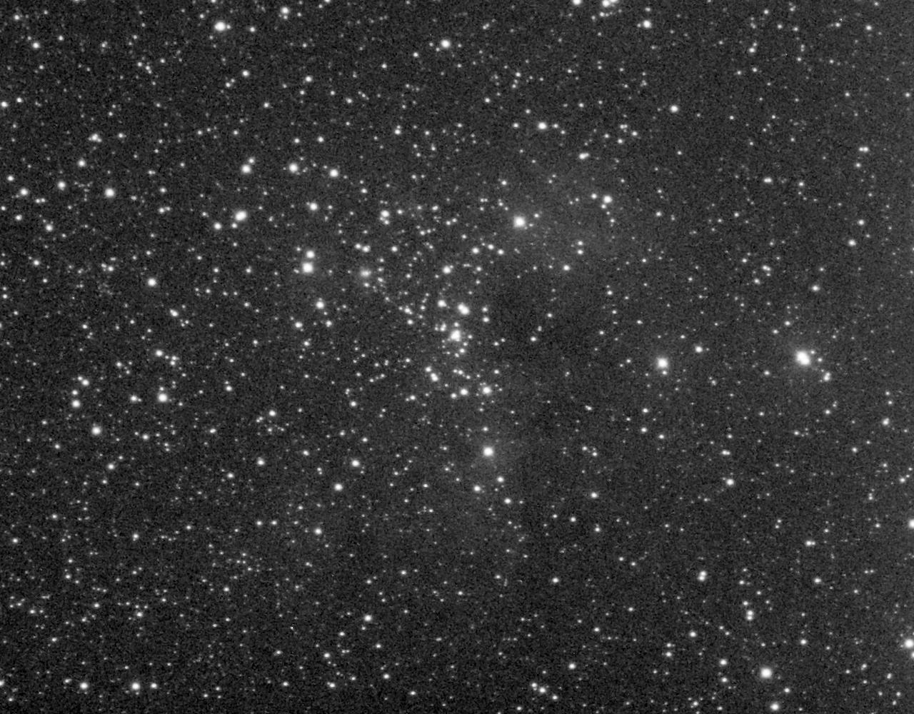 NGC 1893 aufgenommen mit einem Takahashi Epsilon 250 und einer SBIGST-8 CCD Kamera. Norden ist oben, Osten links.