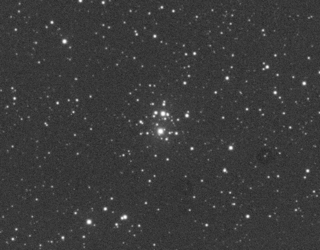 NGC 2129 aufgenommen mit einem Takahashi Epsilon 250 Teleskop und einer SBIG ST-8 CCD Kamera. Norden ist oben, Osten links.