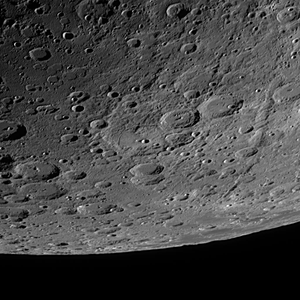 Mondkrater Janssen (im Zentrum) aufgenommen mit einem Orion OMC 200 Maksutov Cassegrain Teleskop und einer ZWO ASI 174 MM Kamera (Mondalter 6,2 d).
