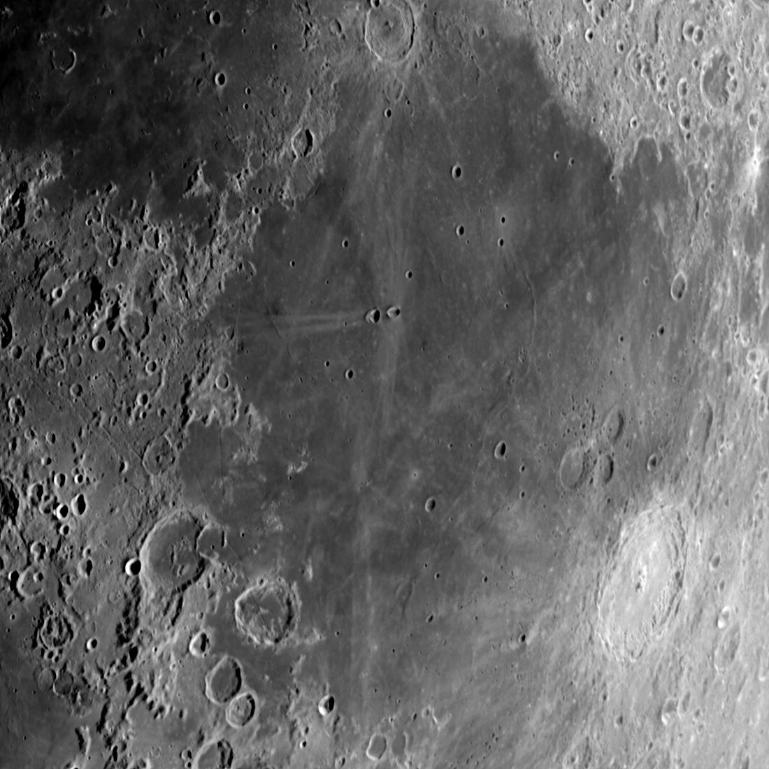 Mare Fecunditatis (im Zentrum) aufgenommen mit einem Orion OMC 200 Maksutov Cassegrain Teleskop und einer ZWO ASI 174 MM Kamera (Mondalter 7,2 d).